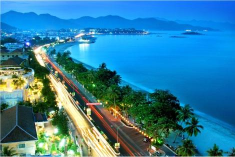 Danang coasline by night