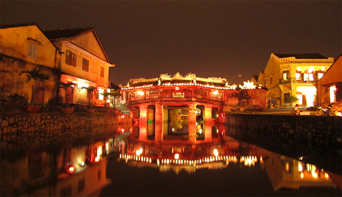 Japanese Bridge in Hoi An by night-Danang Aprivate Taxi