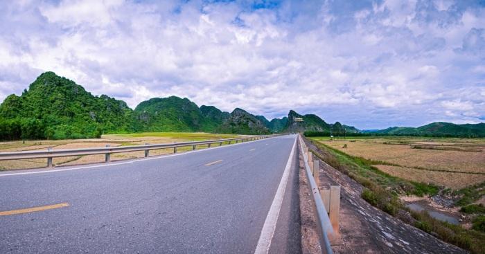 Danang to Phong Nha private taxi