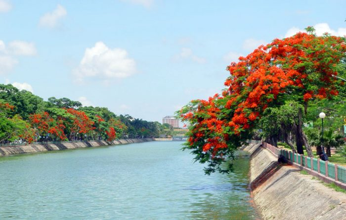Hanoi to Hai Phong by private taxi transfer