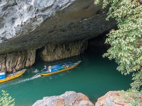 Boat trip at Phong Nha
