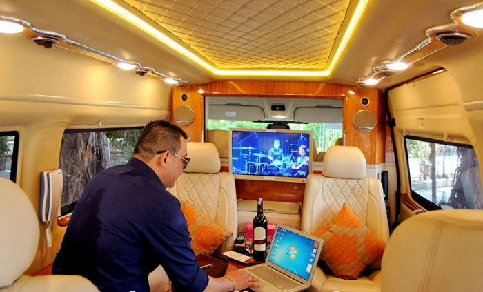 Hanoi airport to Hanoi hotel by Luxury car